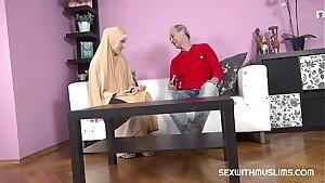 Buxomy muslim lady knows how tu deepthroat a dick
