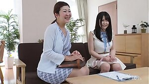 mom watching her daugher wanks on audition