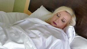 Tiina K's Wake Up Cooch Play.