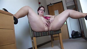 Busy Mature BBW in mini microskirt rips her tights and spreads
